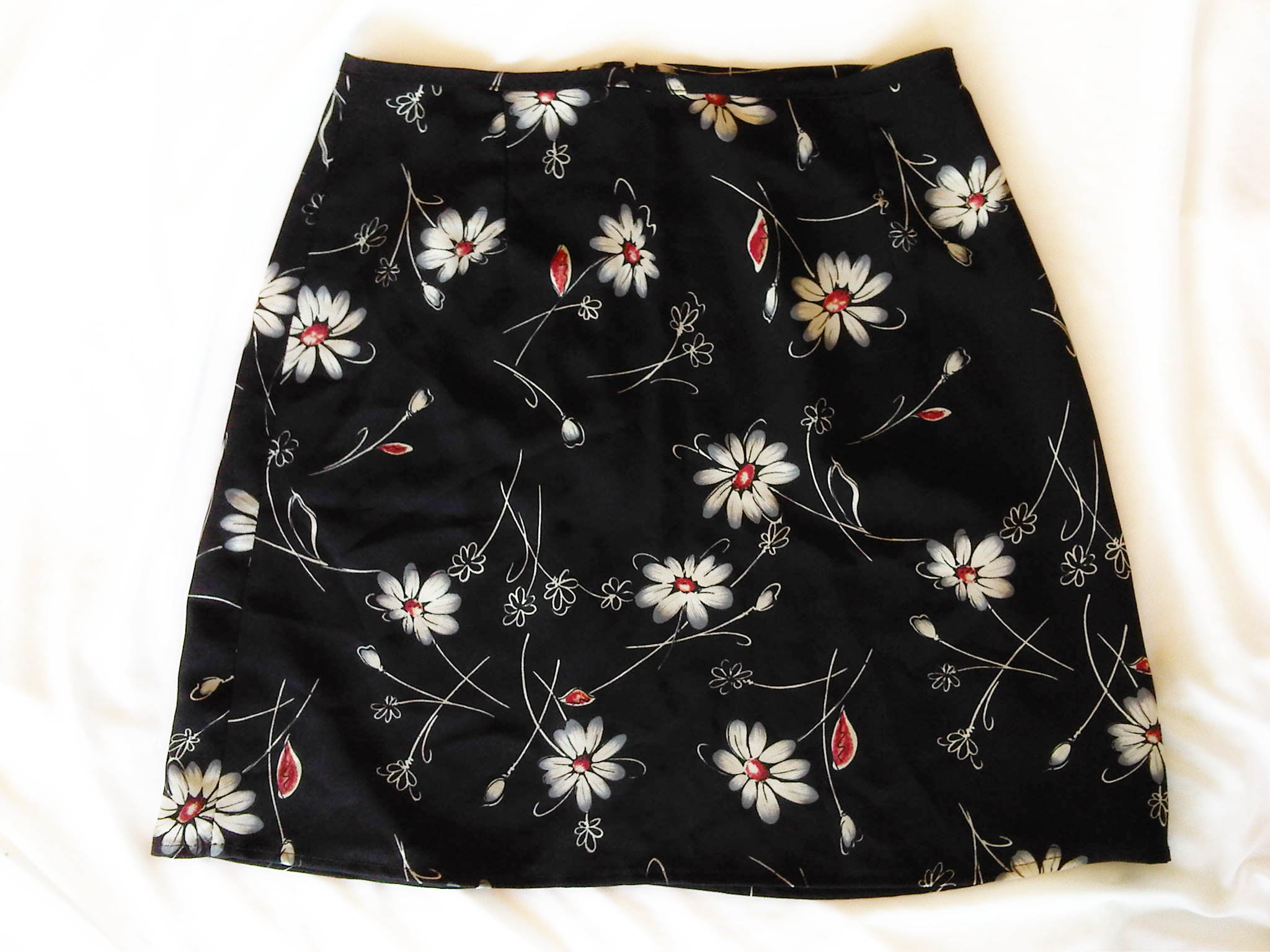 Womens Black Skirt With White Red Flowers Size 12 Style My Way